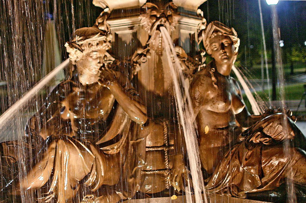 fountain-detail-close-up_large
